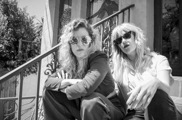 IL DUO ALTERNATIVE – ROCK&ROLL CALIFORNIANO   FORMATO DA LINDSEY TROY & JULIE EDWARDS ANNUNCIANO 'DIGITAL DREAM',  IL NUOVO EP DIGITALE IN ARRIVO IL 26 FEBBRAIO E PUBBLICANO 'LOOK AWAY'