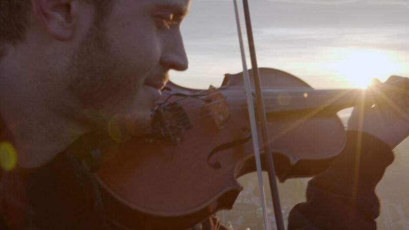 Breeze(Warner Music Italy) è il nuovo singolo del violinista e compositoreFederico Mecozzi