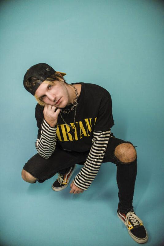 """DASTY DAFREAK // """"Strappi sui Jeans"""" è il singolo che inaugura il nuovo percorso musicale tra la trap e l'emo!"""
