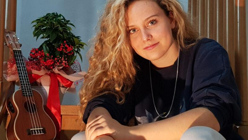 """CLAUDIA SACCO // """"EMMA"""" è il primo singolo della giovanissima interprete con Sorry Mom! / Be NEXT Music"""