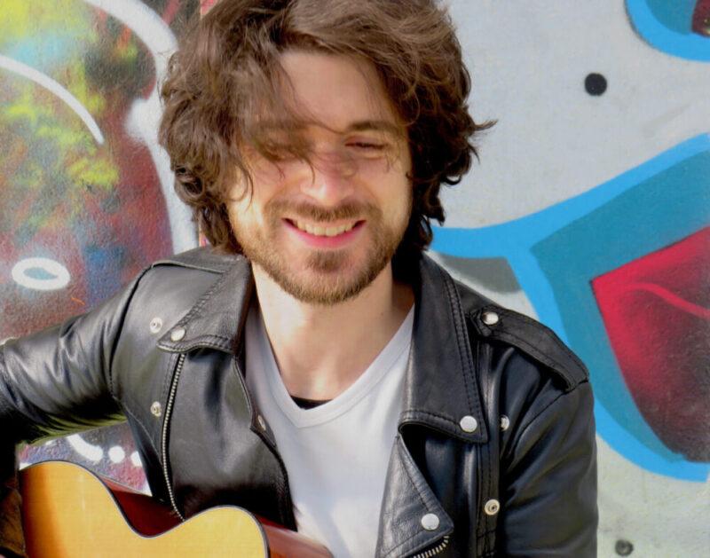 """Francesco Balasso // """"Origami"""" è il singolo che vede il cantautore riavvicinarsi ad un pubblico segnato dal lockdown e dalle distanze"""
