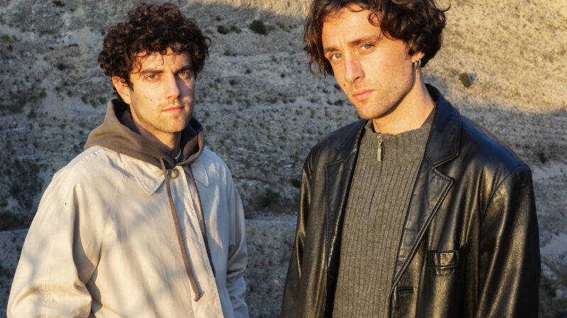 GBRESCI  CODICI è il nuovo singolo, un malinconico incontro tra urban e wave che attraversa il pop, e lo esalta. In uscita il 26 febbraio