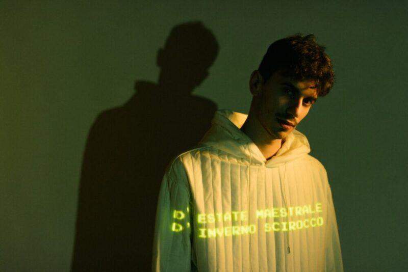 """""""Sconosciuti che conoscono l'amore"""", il nuovo album di Junior V tra folk e pop"""