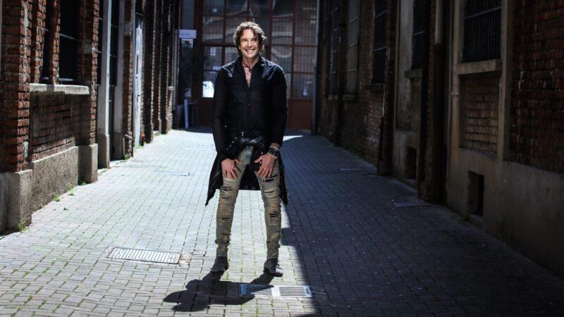 """Ale Anguissola, il nuovo singolo """"In punta di piedi"""" tra blues, world music e l'amore per Napoli"""