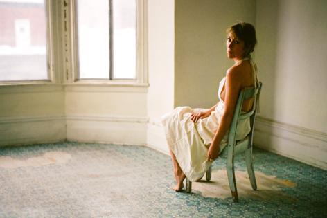 MARTHA WAINWRIGHT: 'Love Will Be Reborn', il nuovo disco in arrivo il 20 agosto. Primo singolo pubblicato e title-track del nuovo album