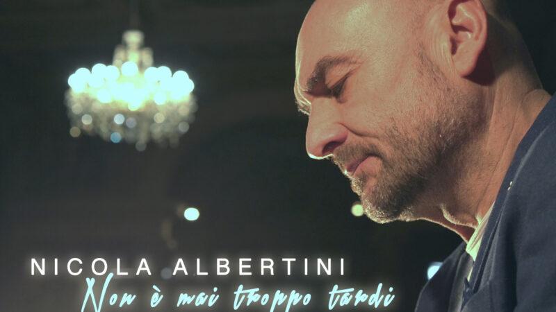 """Nicola Albertini: il nuovo album è """"Non è mai troppo tardi"""" e il singolo """"Amami di più"""""""