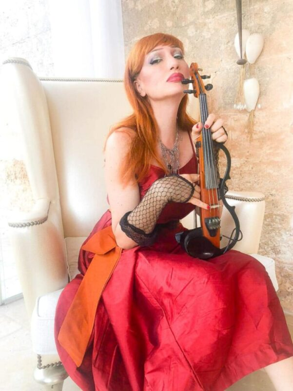 H.E.R.      Se avessi te (Remix)      Il videoclip del nuovo singolo della violinista elettro-pop